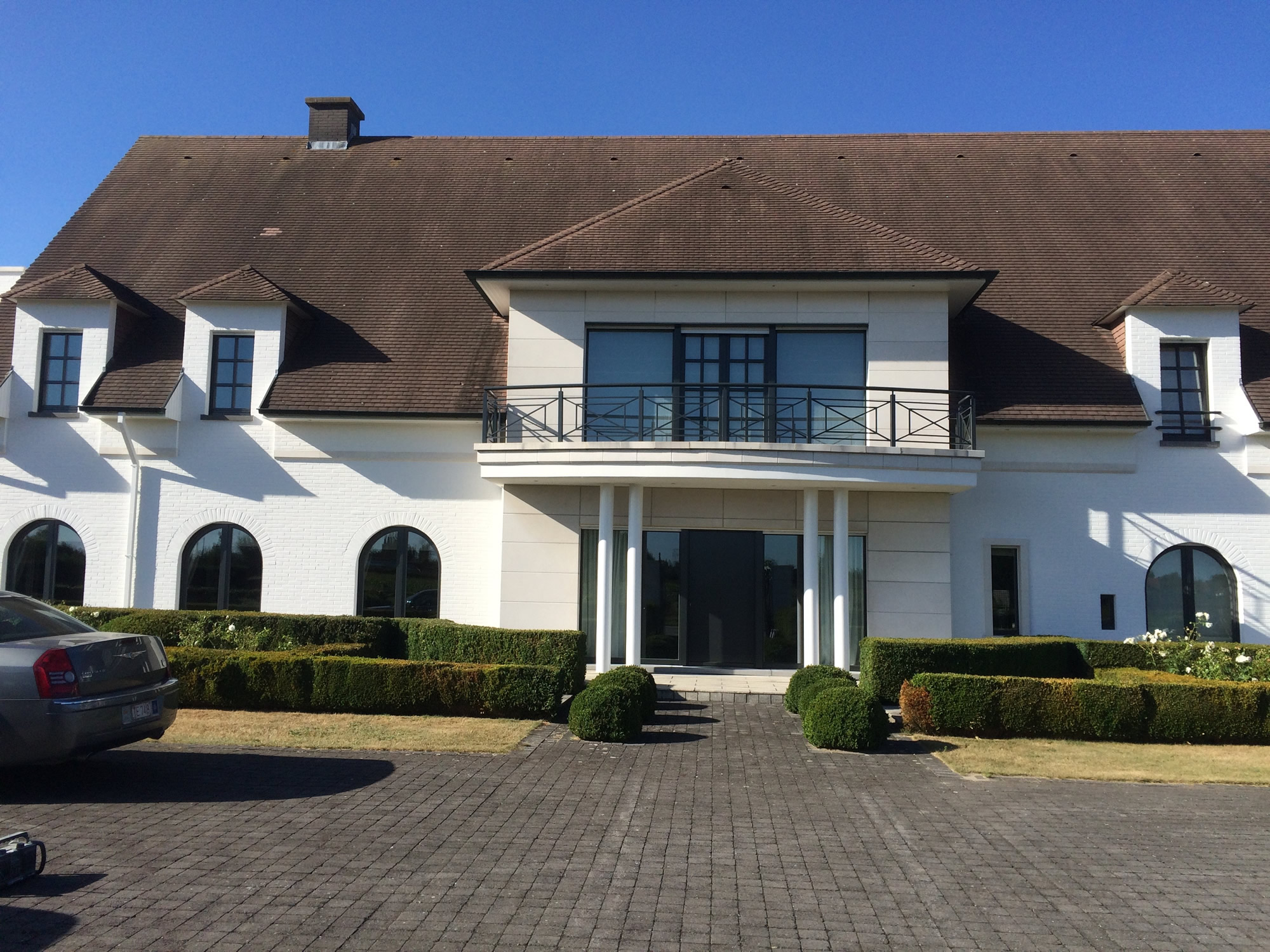 Buitenschilderwerk witte villa yves de wintere decoratie schilderwerken waregem - Villa decoratie ...